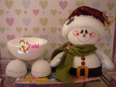 yakiarts: FOLLETOS VIRTUALES Christmas Decorations For The Home, Christmas Home, Christmas Crafts, Xmas, Christmas Ornaments, Clay Pot Crafts, Foam Crafts, Diy And Crafts, Sock Snowman