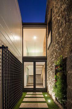 Gallery - JA House / Filipe Pina + Maria Ines Costa - 17