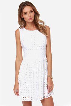 white lace dress / lulu's