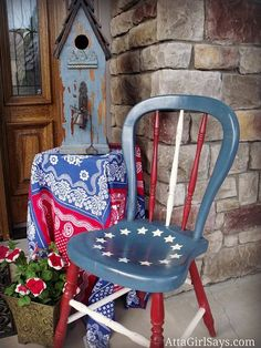 Old chair painted in Americana style. Perfect for the of July or any patriotic holiday. Patriotic Crafts, July Crafts, Americana Crafts, Patriotic Party, Painted Chairs, Hand Painted Furniture, Furniture Usa, Repurposed Furniture, Painted Tables