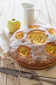 Cake with apple roses and pecans/ Torta di mele fiorita con noci pecan