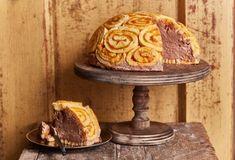 Móni szerint ez az a süti, amiről gyerekkorában mindig álmodozott, és anno egy ezeréves, fekete-fehér könyvben látott róla képet. :D Az biztos, hogy ott nem csokis-tejszínes habbal volt megtöltve, de külsőleg valószínűleg nagyon hasonlított erre a példányra. :) Cake, Street, Kitchen, Cooking, Kuchen, Kitchens, Cuisine, Torte, Cookies