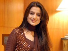 Amisha Patel smileing is shooting