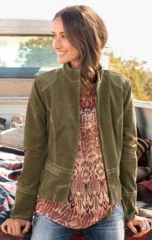 Una chaqueta de pana con cremallera frontal te va a encantar a la capa sobre tantas miradas.