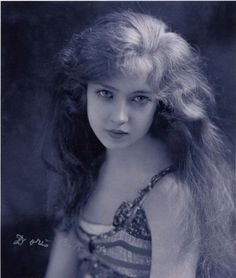Doris Eaton Travis (1904 – 2010) began her career at age 14 as a Ziegfeld Girl. She lived to be 106.