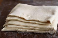 """Aluat foietaj clasic - aluat frantuzesc - pate feuilletee Reteta de aluat frantuzesc sau de foietaj este una dintre acele """"pietre de incercare"""" ale patiserului, fie el profesionist sau amator.... Romanian Food, Icing, Peanut Butter, Caramel, Bakery, Food And Drink, Cooking Recipes, Sweets, Bread"""