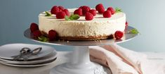 cheesecake Recept Arla, frozen cheesecake, Lemon Strawberry Frozen Cheesecake May I Have That Recipe. Read More Ab. Tiramisu Cheesecake, Frozen Cheesecake, Fika, Tart, Food And Drink, Strawberry, Lemon, Cupcakes, Healthy Recipes