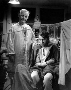 Henry Travers y James Stewart en una escena de la película Qué bello es vivir.