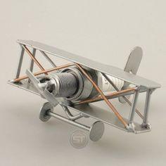 Schraubenmännchen Flugzeug Mini Doppeldecker