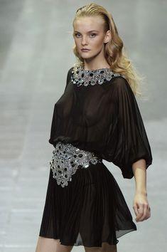 Alexander McQueen at Paris Fashion Week Spring 2006 - StyleBistro