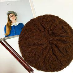 棒針編みでふんわりベレー帽♡編み方・無料編み図 Knitted Hats, Beanie, Knitting, Fashion, Wool, Moda, Tricot, Fashion Styles, Knit Caps