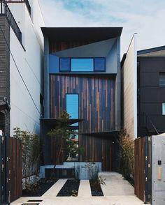 2,669 個讚,13 則留言 - Instagram 上的 ALL OF ARCHITECTURE(@allofarchitecture):「 Dope or Nope? 👍👎 #alloarchitecture Riverside Villa by Atelier Boronski ~ @decorsdesigne 」