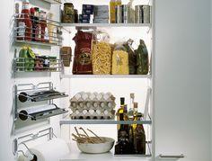 Решая, как обустроить современную кухню, мы неизбежно сталкиваемся с вопросом о хранении полезных мелочей – вспомогательных емкостей, специй, крышек от кастрюль, салфеток, полотенец, пергаментной бумаги для выпечки и так далее. Практичную идею...