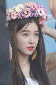 flower crown always looks so good on Irene 🌸🌺💗♡ Red Velvet アイリーン, Irene Red Velvet, Seulgi, Park Sooyoung, Yoona Snsd, Redvelvet Kpop, Jennie Blackpink, Daegu, Flower Crown