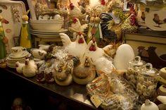 Woonaccessoires met thema Pasen! Huis feestelijk aankleden tijdens pasen met kippen beelden, dienbladen en schilderijen, decoratie eieren of paastakjes. Ook leuk als het geen pasen meer is, lekkere landelijke boeren stijl wonen!