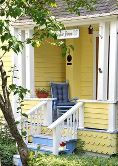 cottage charm, on a porch Yellow Cottage, Cute Cottage, Cottage Style, Cottage Living, Cottage Homes, Coastal Cottage, Cottage Porch, Mellow Yellow, Blue Yellow