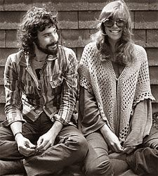 Cat Stevens with Carly Simon - photo session from 1971.