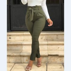 Trend Fashion, Fashion Pants, Style Fashion, Fashion Outfits, Moda Jeans, Army Green Pants, Vetement Fashion, Pants For Women, Clothes For Women