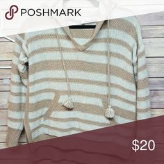 Hooded sweater Size xs Madewell hooded sweater. White and tan colors. Euc. Madewell Sweaters