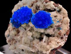 Cavansite sur Stilbite   Barras-Gautier-Min. Minions, True Colors, Minerals, Collections, Crystals, The Minions, Minions Love, Minion Stuff