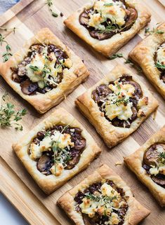 Balsamic Vinegar Mushroom Goat cheese puff pasty tart appetizer perfect for your next dinner party. Balsamic Mushroom Goat Cheese Tarts - The Lilypad Cottage Sara Locke Things I Eat & Drink Vegetarian Appetizers, Cheese Appetizers, Appetizer Recipes, Mushroom Appetizers, Vegetarian Recipes, Dinner Recipes, Healthy Recipes, Puff Pastry Recipes, Tart Recipes