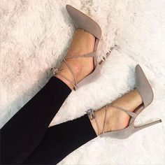 Pointed toe strappy high heels. Tacchi Close-Up #Shoes #Heels... #highheels