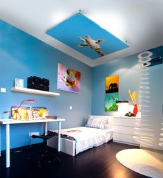 This beautiful bethroom brings the safari into the room, a whole adventure for a child, don't you think?
