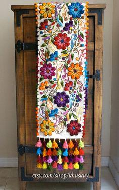 Table Bed runner embroidered Peru Off White Alpaca wool handmade flowers…