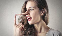 10 einfache Tricks, Lügner zu enttarnen. Eine Person die lügt wird Augenkontakt meiden oder, im Gegenteil, zu viel Augenkontakt suchen. Lügner vermeiden...