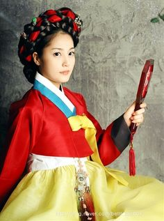 hanbok brilliant red, turquoise and cool yellow