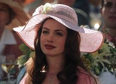 Anne Hathaway in The Princess Diaries Royal Engagement Nicholle Tom, Princess Diaries 1, Anne Hathaway Hair, Anne Jacqueline Hathaway, Diary Movie, Soft Pink Dress, European People, Movie Facts, Funny Facts
