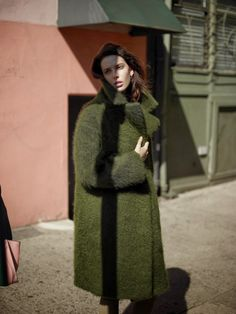green coat. street style. model. cool outfit. coat style. coat inspiration. fashion inspo. outfit envy