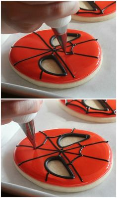 Simple spiderman cookies - Visit to grab an amazing super hero shirt now on sale! Spiderman Torte, Spiderman Cookies, Superhero Cookies, Spiderman Birthday Cake, Cookies For Kids, Cut Out Cookies, Cute Cookies, How To Make Cookies, Cookie Icing