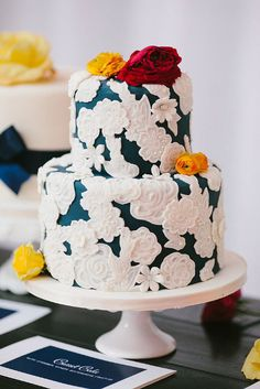 A stunning indigo blue cake with oversized white lace. Photo Source: pen/carlson #weddingcake #lace #indigoblue