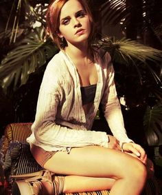 Emma Watson is a British actress and model best known as Hermione Granger in Harry Potter, The Bling Ring, This Is the End, Noah and Beauty and the Beast. Emma Watson Sexy, Emma Watson Beautiful, Emma Watson Sexiest, Alex Watson, Hermione Granger, Emma Love, My Emma, Beautiful Celebrities, Beautiful Actresses