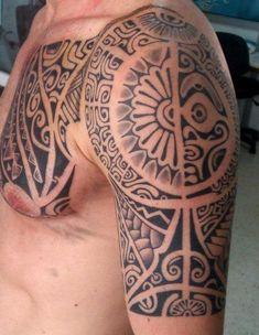 Incroyable Tatouage D Armure Polynesian Maori Sur Le Torse L Epaule