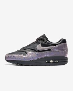 brand new d69dc 71fec Nike Air Max 1 LX Glow in the Dark Women s Shoe Chaussure Nike Air,  Chaussures