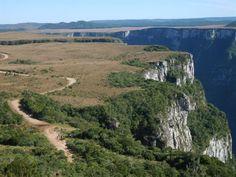 O Cânion da Fortaleza, está a 23 Km de Cambará do Sul, no Parque da Serra Geral