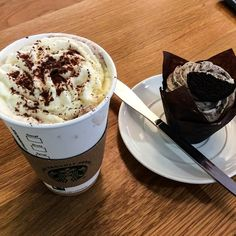 DCU Starbucks, quite nice hot chocolate and amazing Oreo cupcakes!!