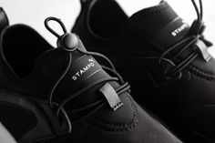 Following up on their collaboration on the PUMA States, Stampdreturns with this latest team-up to its roots and presents two modern silhouettes for Fall 2016, including the Blaze of Glory NU and the Trinomic Sock NM. Both sneakers come in all-black, featuring a mix of leather and neoprene on the uppers. The overall result is …