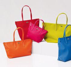 8f819f8b76 De la couleur pour tous les jours chez LACOSTE Montre Lacoste Femme, Sac À  Main