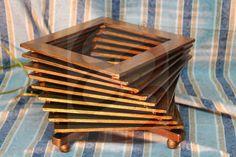 Lampada da tavolo a vortice realizzata in legno ed antichizzata