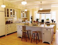 Kitchen soffits crown molding magnificent kitchen ideas use crown molding and cabinet trim to make look Country Kitchen Lighting, Modern Kitchen Lighting, Kitchen Lighting Fixtures, Light Fixtures, Kitchen Soffit, Kitchen Cabinet Remodel, Kitchen Cabinet Design, Kitchen Cabinets, Kitchen Flooring