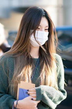 FYEAH!ITZY — © b4ickle   ❀ Do not edit. Diy Tv, Kpop Girl Groups, Kpop Girls, Neat Casual Outfits, Fandom, Female Poses, Winter Coats Women, Airport Style, Beautiful Asian Women
