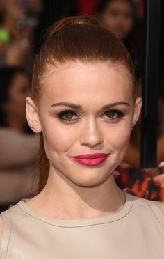 Best Beauty Looks From The 2014 MTV Movie Awards // Holland Roden's playful raspberry pout