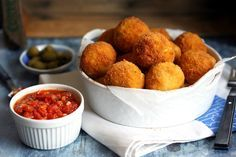 Arancini, az olasz csúcs street food Arancini, Okra, Naan, Street Food, Mozzarella, Breakfast, Ethnic Recipes, Kitchen, Morning Coffee