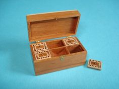 Lady dressing box  with parquerty inlay, by Marja Keuker