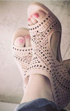 WE ♥ THIS!  ----------------------------- Original Pin Caption: Shoes