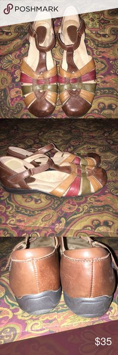 🌼Cute Sandals By Earth Size 10 These sandals are one of my fav brands for comfort. They have genuine leather uppers. If you are familiar with Earth brand no further details are necessary 💕They are in great condition. Clean and comfy  foot bed. Earth Shoes Sandals