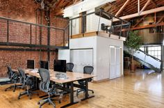 Combination of Bricks and Wood in Airbnb, Chain and Github Beautiful Offices, http://itcolossal.com/bricks-wood-offices/